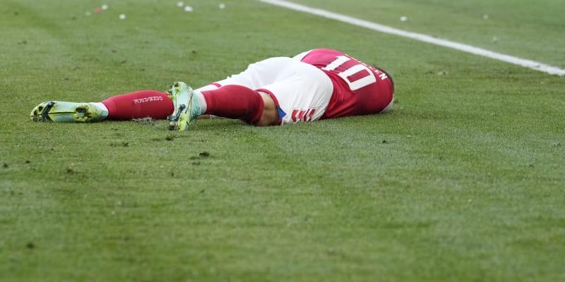 Christian Eriksen zkolaboval během zápasu na fotbalovém Euru.