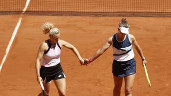 Další titul pro Krejčíkovou. Po singlu dobyla Roland Garros i v deblu se Siniakovou
