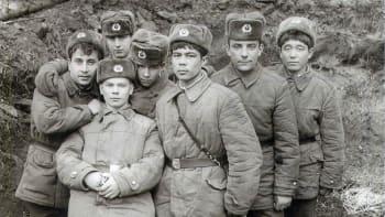 Unikátní snímky sovětských okupantů Československa kolují na ruských veteránských fórech