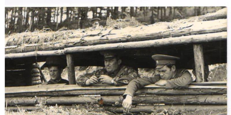 Velitelské stanoviště při cvičení vojáků z Mladé Boleslavi v r. 1986