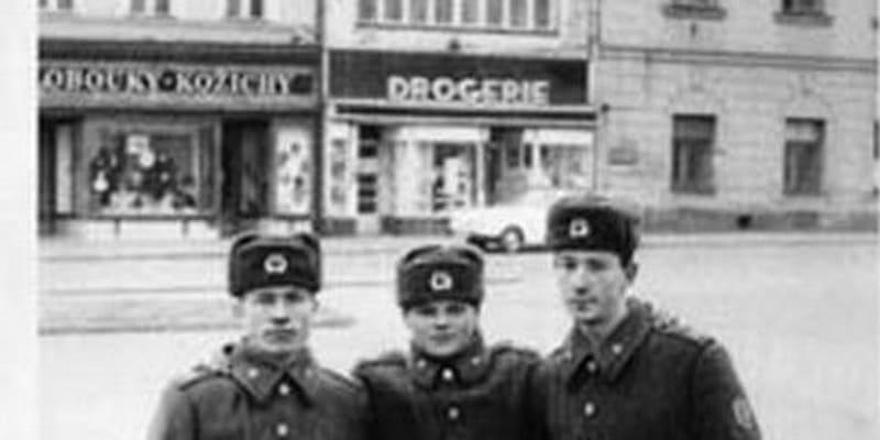 Vysoké Mýto, 265. gardový motostřelecký pluk, sovětští vojáci na náměstí na podzim v roce 1989