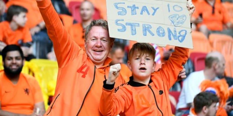 Fanoušci Nizozemska před zápasem s Ukrainou