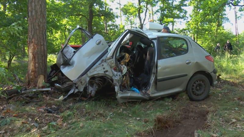 Nešťastná láska skončila tragédií. 18letý mladík narazil do stromu, v autě nechal dopis
