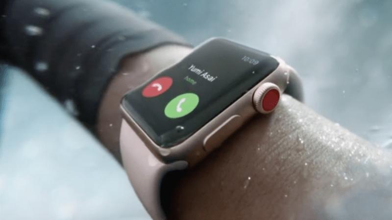 Fanoušci Applu se dočkali: T-Mobile jako jediný v ČR umožňuje volání z Apple Watch s eSIM