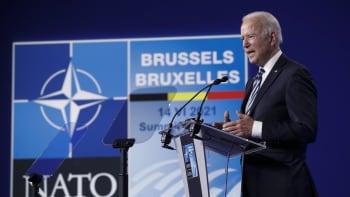 Biden pohrozil Putinovi: Nevyhledáváme konflikt. Jestli ale budete škodit, NATO zasáhne