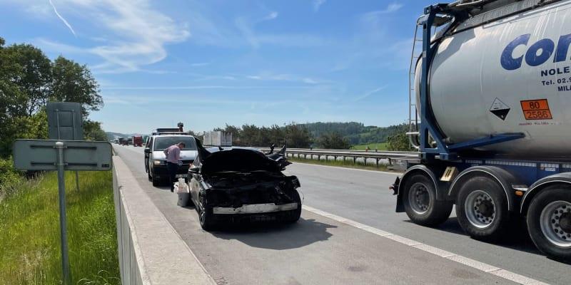 Při nehodě se jeden člověk zranil.