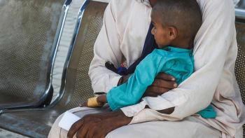 Lékař v Pákistánu používal injekční stříkačky opakovaně. 1500 dětí se nakazilo HIV
