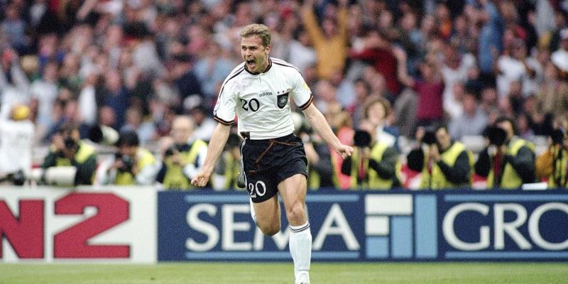 Oliver Bierhoff se raduje po svém Zlatém gólu, který rozhodl finále Eura 1996 v Londýně proti Česku.
