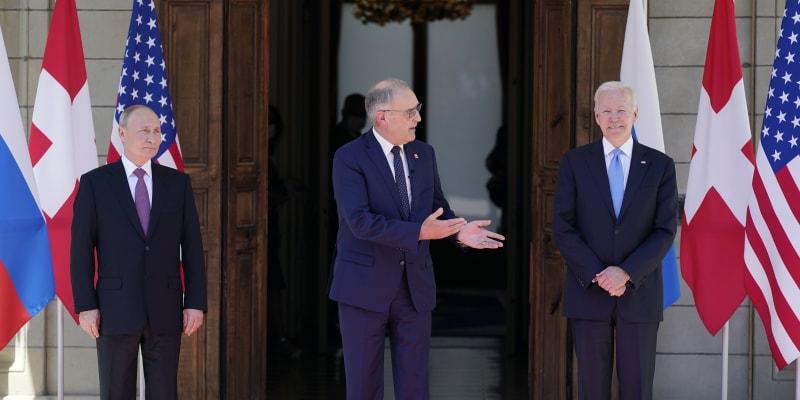 Prezidenty USA a Ruska vítá ve Švýcarsku prezident Guy Parmelin.