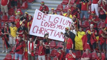 Přestaňte hrát! Belgičané s Dány v 10. minutě podpořili Eriksena, tleskal i rozhodčí