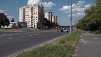 Sledujte Hlavní zprávy: Jaký je stav dvou zraněných po úniku nebezpečného plynu v Plzni?