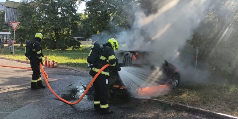 Požár automobilů je již uhašen.