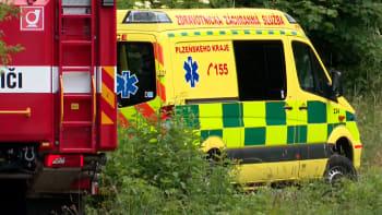 Únik chemikálií v Plzni má třetí oběť. Další muž bojuje o život na JIPce