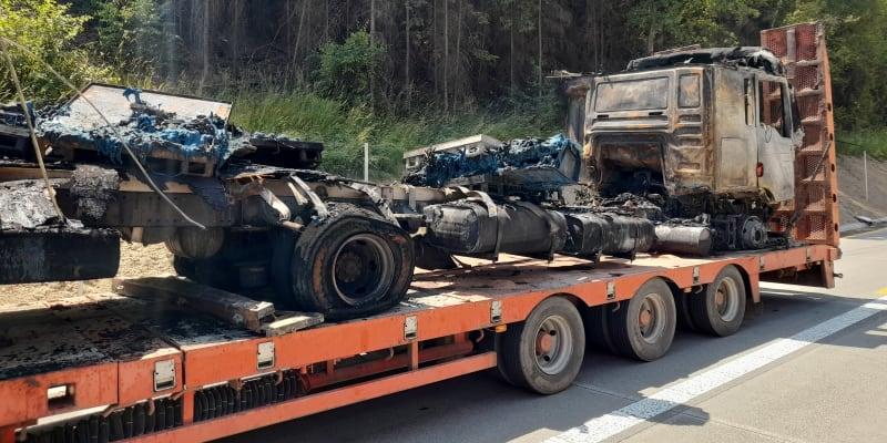 Ohořelý kamion na D1