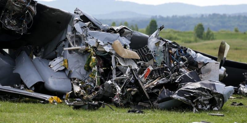 Nejméně čtyři lidé zahynuli při havárii letadla s parašutisty v Kemerovské oblasti na jihozápadě Sibiře, další jsou zraněni.