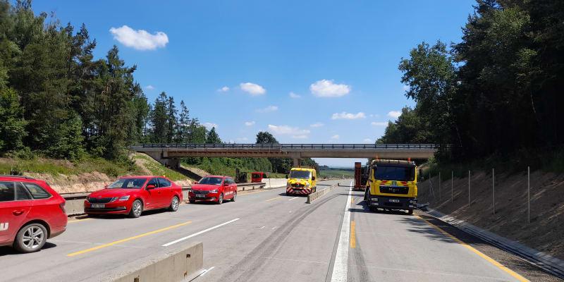 Provoz na dálnici D1 u Brna, která byla od rána uzavřená, je obnoven v obou směrech.
