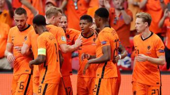 Nizozemští fanoušci dokonale ošálili sousedy. Ti se radovali z gólu, který nikdy nepadl
