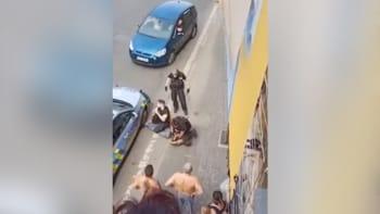 Policie: Zásah v Teplicích byl v pořádku. Pitva poranění orgánů a dušení neprokázala