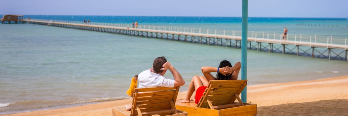 Testy na dovolené vám můžou zabránit v návratu domů. Co radí cestovní kancelář?
