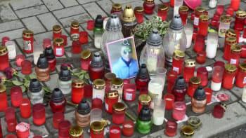 Sledujte ŽIVĚ brífink policie k okolnostem zákroku na Roma v Teplicích