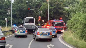Řidič ujížděl v Praze policistům, naboural několik aut. Na místě je šest zraněných
