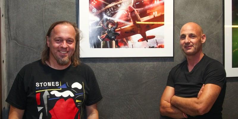 Oficiální fotograf The Rolling Stones Miro Majcen (vlevo) zahájil svou výstavu fotek.