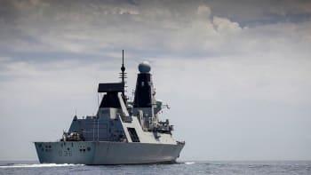 Drama u Krymu: Rusové stříleli na britskou loď, došlo i na bomby. Británie to popírá