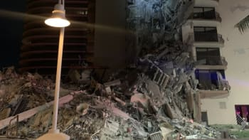V americkém Miami se částečně zřítila budova. Na místě jsou desítky záchranářů