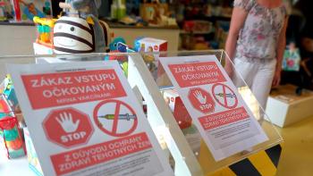 Obchod v Olomouci zakazuje vstup očkovaným proti covidu. Úřady prošetřují diskriminaci