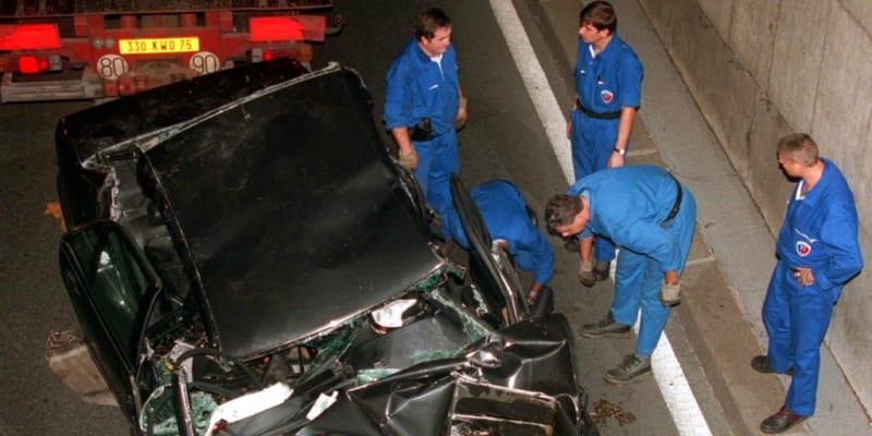 Vrak Mercedesu po smrtelné nehodě princezny Diany v roce 1997