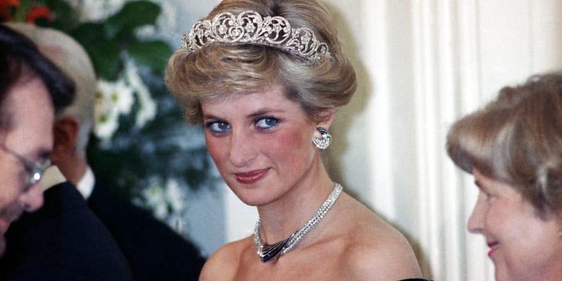 Princezna Diana s korunkou v roce 1987