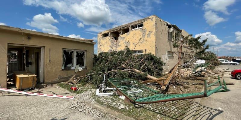 Provoz Agromoravia v Moravské Nové Vsi je po řádění tornáda prakticky zničený.