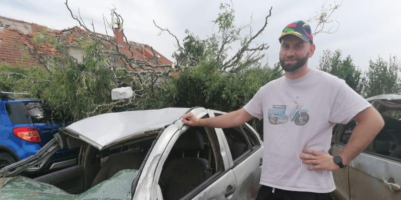Ze zničeného vozu si vzal jen pár osobních věcí, zbytek půjde do šrotu.