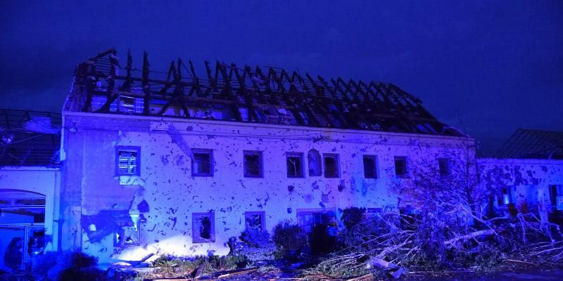 Českem se prohnalo tornádo. Několik lidí řádění živlu nepřežilo.