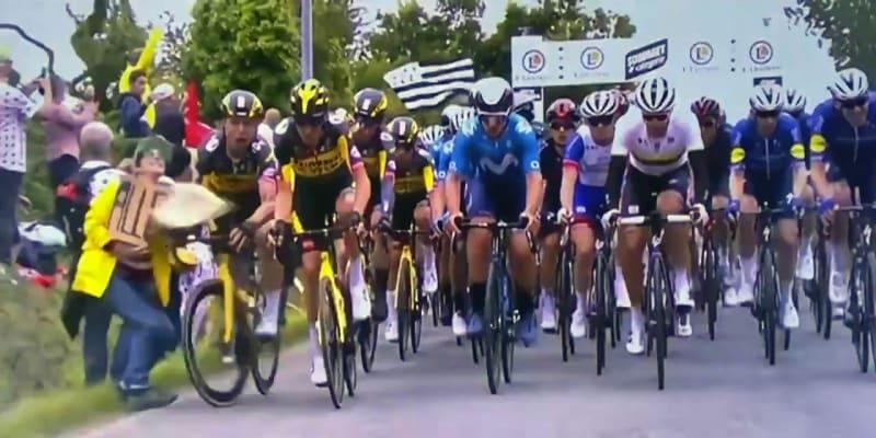 Fanynka na Tour de France způsobila pád