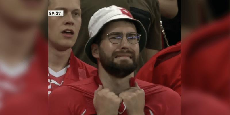 Švýcarský fanoušek Luca Loutenbach  při stavu 2:3 zápasu Švýcarsko–Francie. (Autor: Ram Diraviyam)