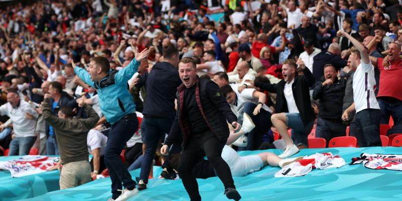 Velká euforie na stadionu Wembley v podání anglických fanoušků.
