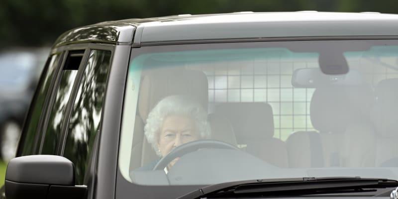 Královna Alžběta II. přijíždí na druhý den Royal Windsor Horse Show (zdroj: royalfocus1)
