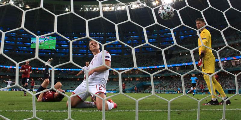 Češi na Euru nestačili na Dány. Prohráli 1:2 a jejich cesta turnajem končí ve čtvrtfinále.