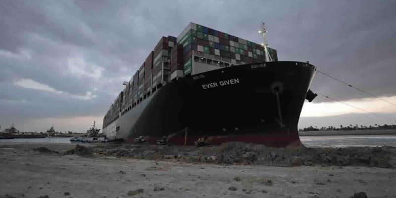 Majitelé lodi Ever Given se dohodli se správou Suezu, loď odpluje ve středu.
