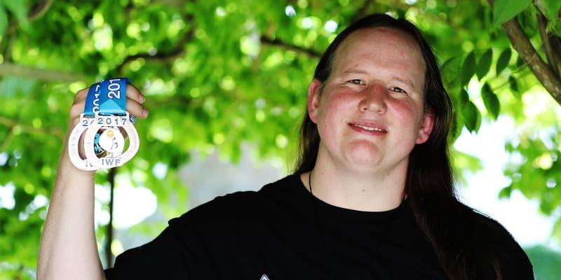 Vzpěračka Hubbardová jako první žena po změně pohlaví pojede na OH.