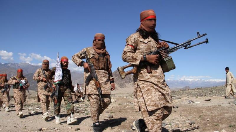Tálibán už vystrkuje růžky a hrozí Američanům. Experti se bojí nového Islámského státu
