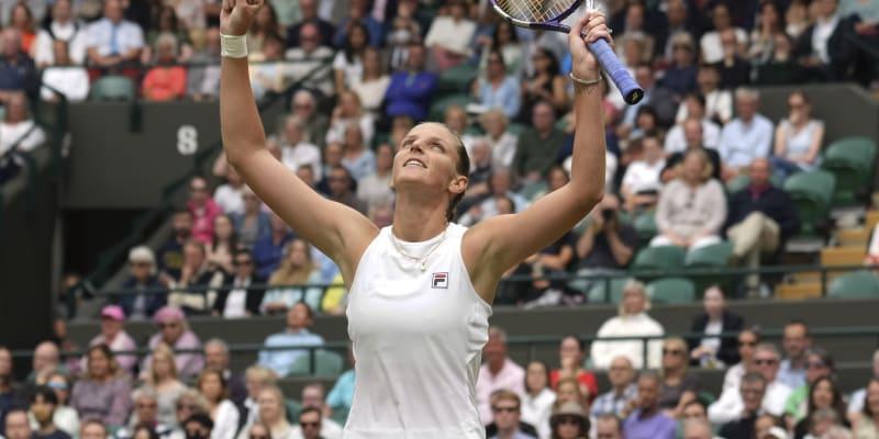 Česká tenistka Karolína Plíšková se raduje z vítězství nad Švýcarkou Viktorijí Golubicovou