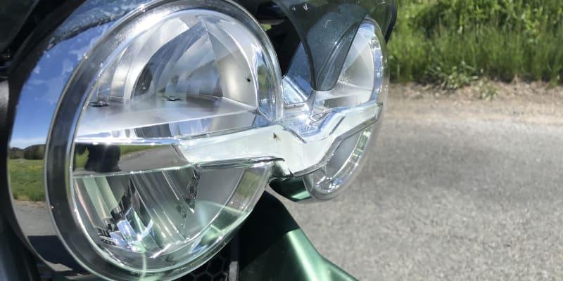 Denní svícení zajišťují LED ve tvaru loga značky.