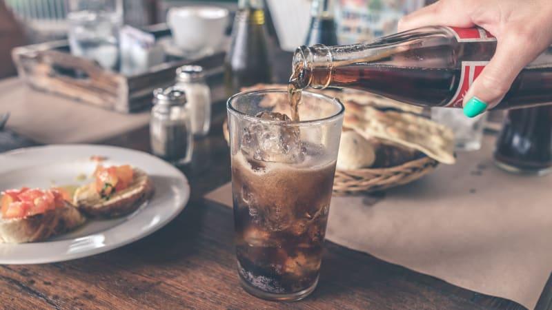 Trocha Coca-coly a covid test vyjde pozitivně. Žáci našli způsob, jak se vyhnout škole
