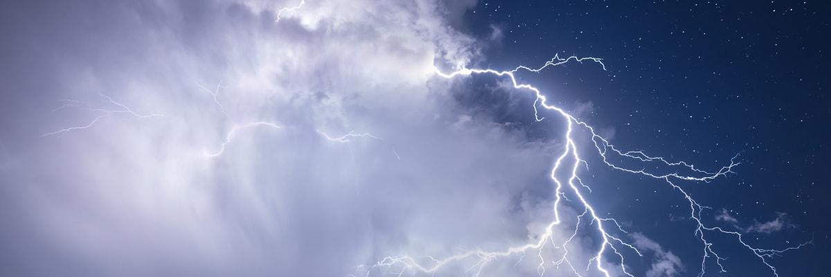 Letní víkend Česko nečeká. Sobotní teplé počasí vystřídá déšť a silné bouřky