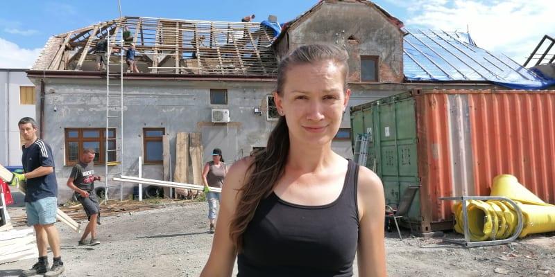 Hospodská v Lužicích Aneta Stibůrková.