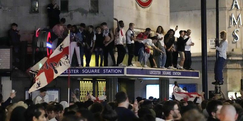 Fanoušci Anglie po postupu finále Eura bujaře slavili. Někde ale došlo i k násilí.
