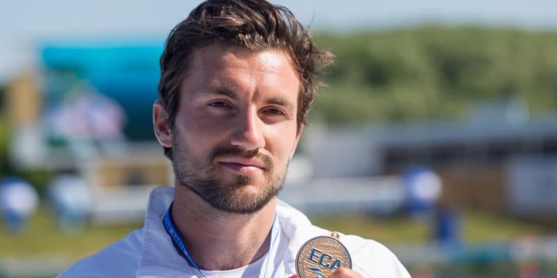 Martin Fuksa s medailí z evropského šampionátu v Poznani.
