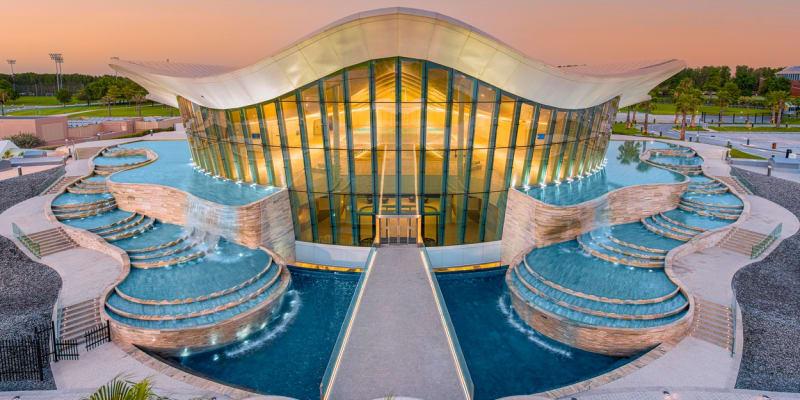 V Dubaji otevřeli podvodní město s nejhlubším bazénem na světě.